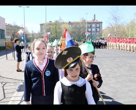 Праздничный парад школы № 15 Василеостровского района, посвящённый Дня Победы